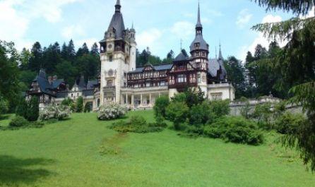 Bucharest - Sinaia - Bran - Rushnov + Dino Park - Brasov